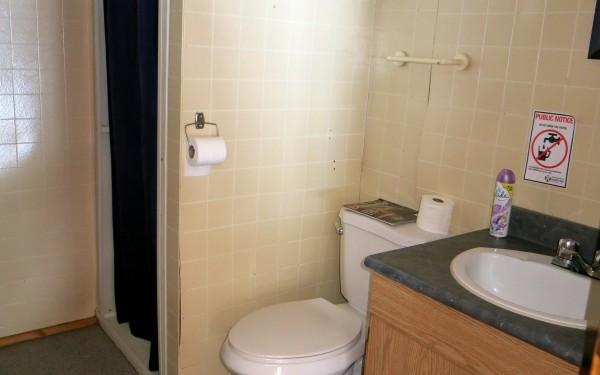 Cabin 4A bathroom